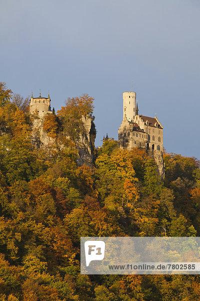 Schloss Lichtenstein im Herbst  Herbstwald