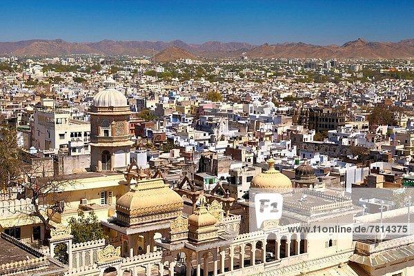 Stadt  Großstadt  Palast  Schloß  Schlösser  Ansicht  Luftbild  Fernsehantenne  Indien  Rajasthan  Udaipur