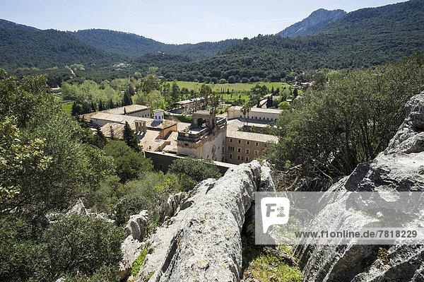 Klostergebäude und Landschaft