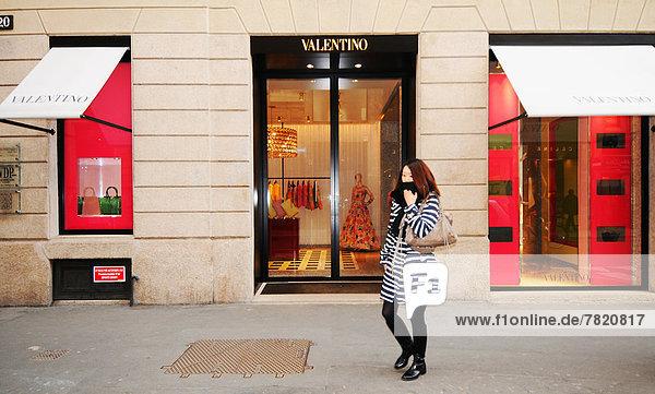 Italien  Lombardei  Mailand  Via Montenapoleone  valentino Modegeschäft
