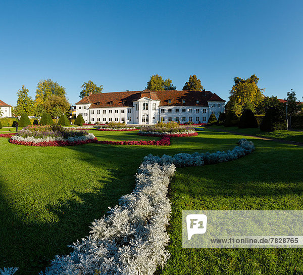 Europa Wohnhaus Garten Feld Herbst Wiese Bayern Deutschland Hofgarten Kempten