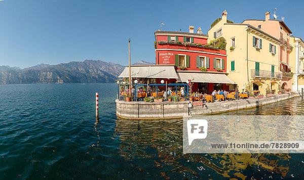 Wasser  Europa  Berg  Mensch  Menschen  Großstadt  See  Restaurant  Dorf  Herbst  Gardasee  Italien  Verona