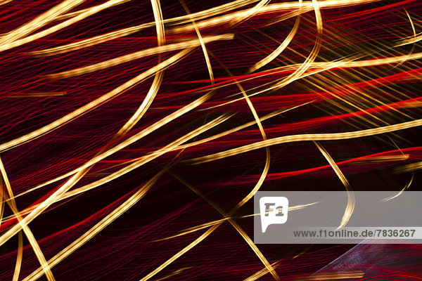 Lebendige abstrakte Lichtmalerei in Rot und Gold