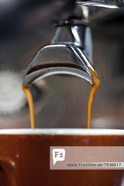 Eine doppelte Portion Espresso aus der Espressomaschine