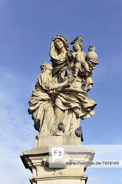 Steinskulptur Heilige Anna 1707  Karlsbrücke  UNESCO Weltkulturerbe  Altstätter Seite