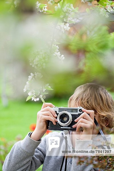 Junge - Person  Garten  fotografieren
