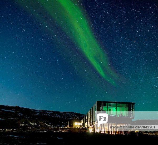 Kraftwerk über Hotel Entdeckung Polarlicht Aurora Island
