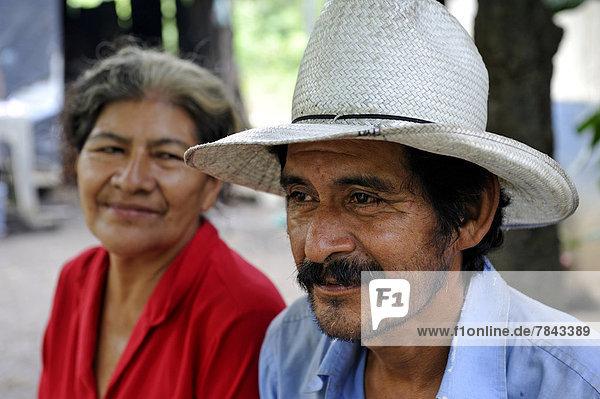 Ehepaar  58 und 59 Jahre *** Keine Veröffentlichung in Nicaragua***