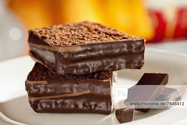 Teller mit Schokoladenkuchen  Nahaufnahme