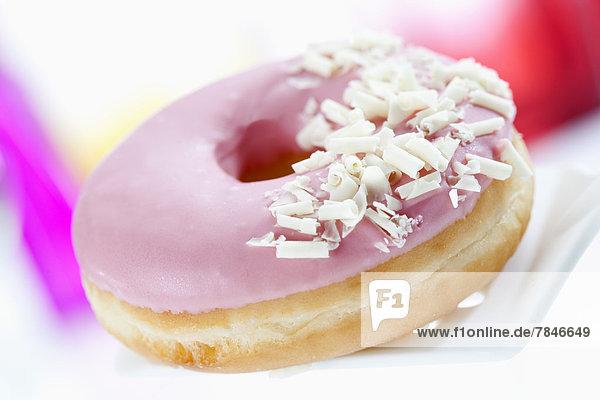 Doughnut mit rosa Glasur  Nahaufnahme