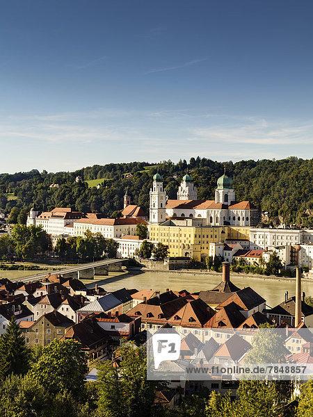 Deutschland  Blick auf den Stephansdom mit dem Inn