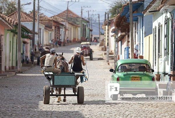 Kopfsteinpflaster  Auto  Straße  Geschichte  Retro  Fuhrwerk  amerikanisch  Westindische Inseln  Mittelamerika  UNESCO-Welterbe  Trinidad und Tobago  Kuba