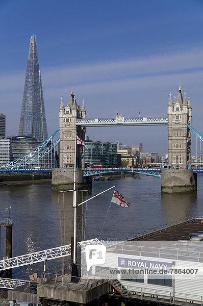 Tower Bridge und The Shard  London  England  Großbritannien