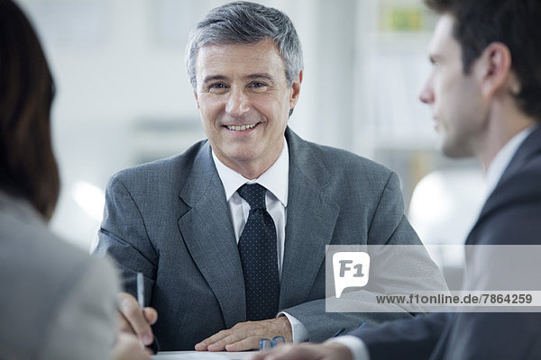 Geschäftsmann in Besprechung  Portrait