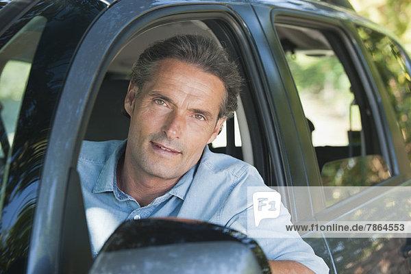 Mann im Auto  Portrait