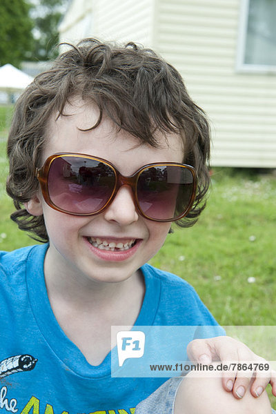 Junge mit Sonnenbrille  Portrait