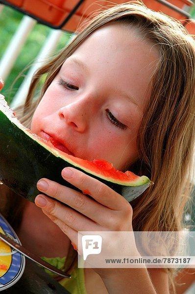 Wasser  Sommer  Wärme  Melone  essen  essend  isst  Mädchen  8  alt