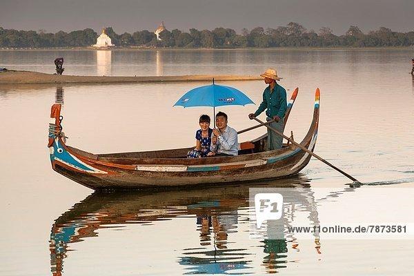 Tourist  See  Boot  Myanmar  Amarapura
