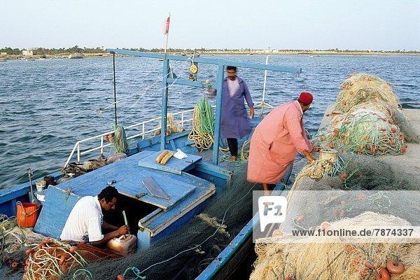 Fischereihafen  Fischerhafen  Nordafrika  Boot  Fischer  Tunesien