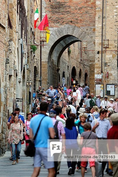 gehen  Stadt  Tourist  Geschichte  vorwärts  Toskana  Italien