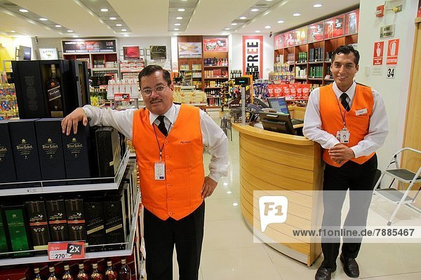 Lima  Hauptstadt  Verkäufer  Mann  Alkohol  Beruf  Hispanier  kaufen  Laden  Kassierer  Peru