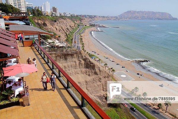 Lima  Hauptstadt  Einkaufszentrum  Frau  Mann  Hispanier  Küste  kaufen  Ansicht  Terrasse  Pazifischer Ozean  Pazifik  Stiller Ozean  Großer Ozean  Peru