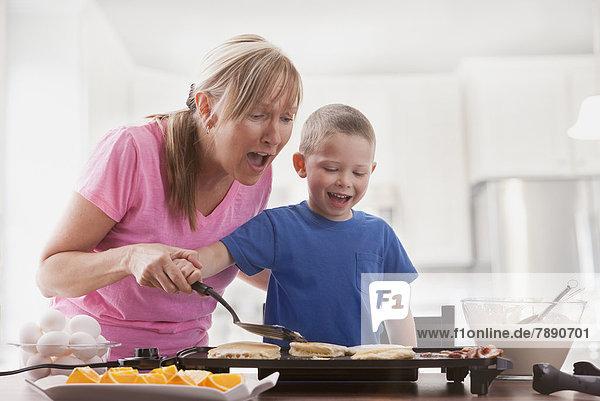 kochen Europäer Sohn Mutter - Mensch Frühstück