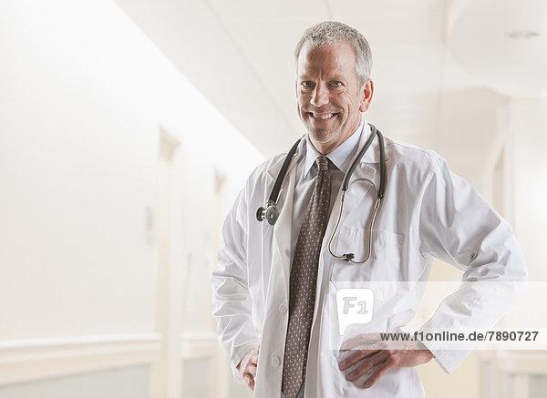 Europäer  lächeln  Arzt
