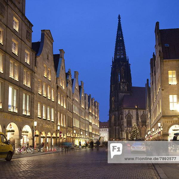 Prinzipalmarkt street with St. Lamberti Church  at Christmas
