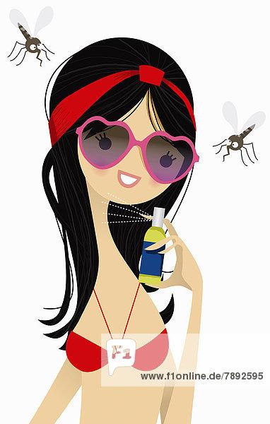 Frau sprüht Insektenvernichtungsmittel auf Mücken Frau sprüht Insektenvernichtungsmittel auf Mücken