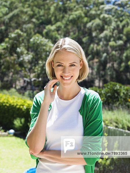 Porträt einer schönen Frau lächelnd