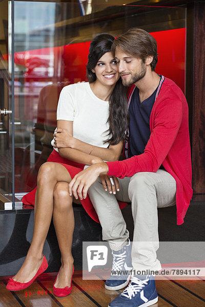 Romantisches Paar in einem Restaurant