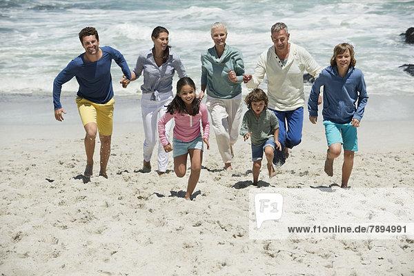 Familienlauf am Strand