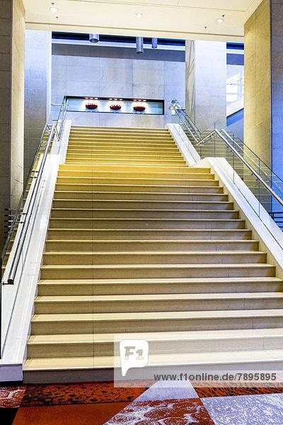 Niederwinkelansicht der Treppe