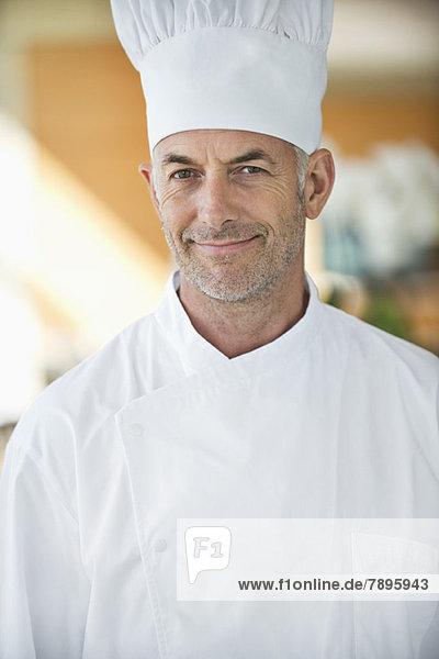 Porträt eines Küchenchefs lächelnd