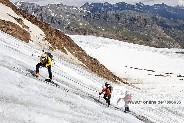 Bergsteiger bei einer Flankenbegehung  Sicherung