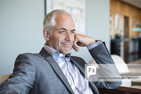 Nahaufnahme eines lächelnden Geschäftsmannes