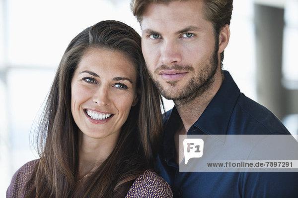 Porträt eines lächelnden Paares Porträt eines lächelnden Paares