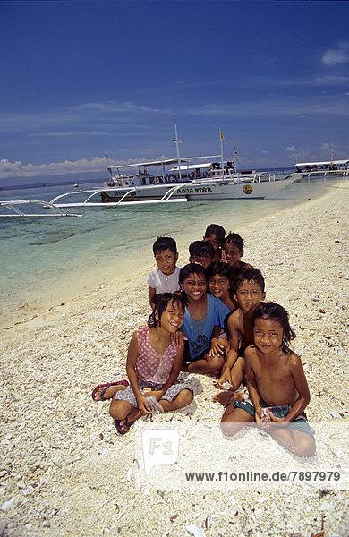 Filipino children at the beach