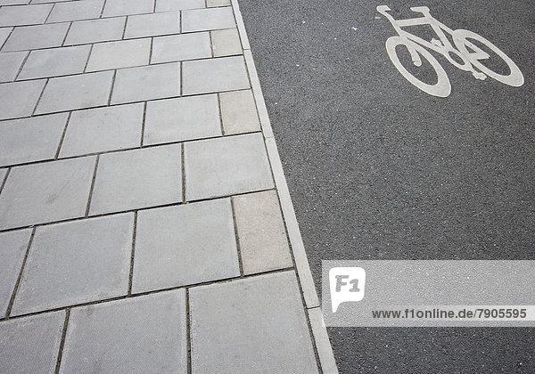 Nahaufnahme der Radweg auf dem Bürgersteig