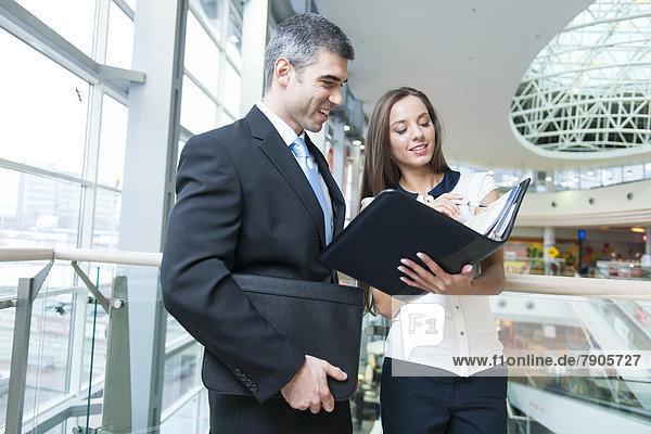 Frau  arbeiten  Diskussion  Geschäftsmann