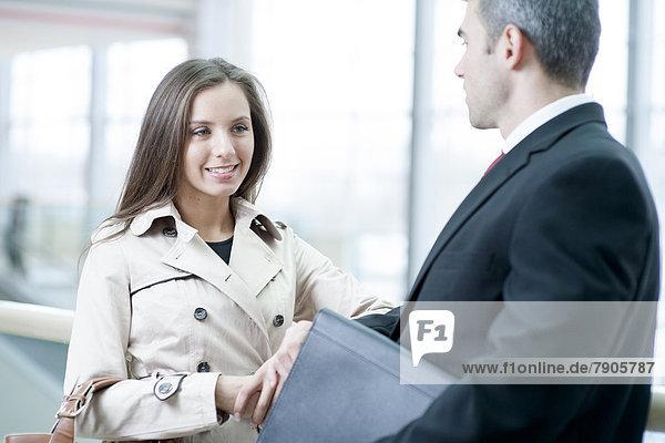 Zusammenhalt  Geschäftsfrau  sprechen  Geschäftsmann