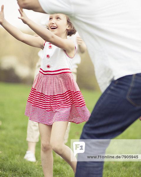werfen  Menschlicher Vater  Tochter  Ball Spielzeug  Mutter - Mensch