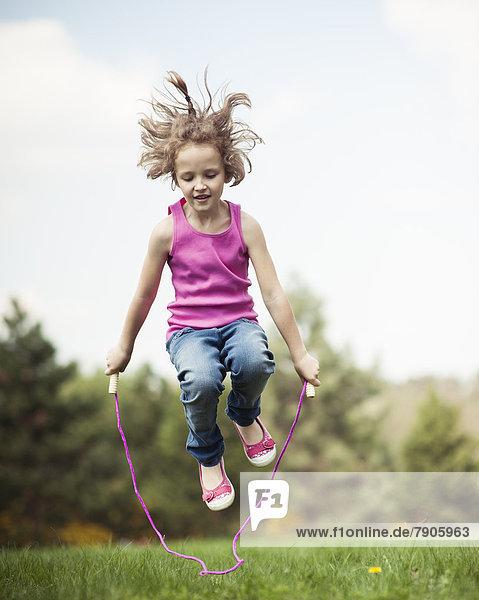 springen  jung  Mädchen