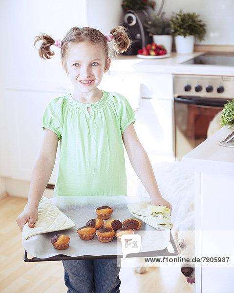 Küche  halten  backen  backend  backt  jung  Mädchen