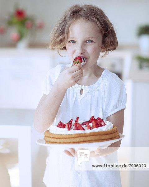 Kuchen  Erdbeere  jung  Mädchen