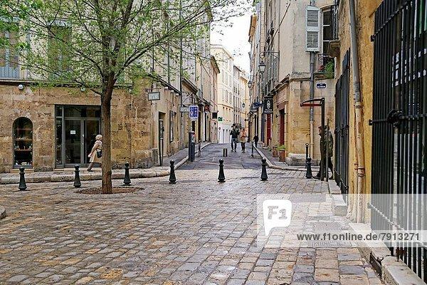 Frankreich  klein  Stadt  Quadrat  Quadrate  quadratisch  quadratisches  quadratischer  Provence - Alpes-Cote d Azur  Sperre  Aix-en-Provence  April  Sonntag