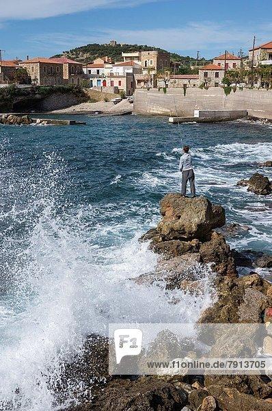 Felsbrocken  Mann  Dorf  angeln  Griechenland
