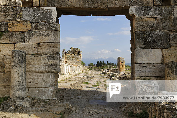 Byzantinisches Tor und Arkadenstraße  antike Stadt Hierapolis