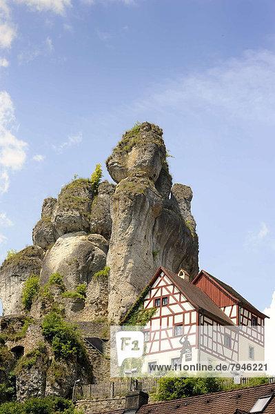 Felsbrocken Wohnhaus Turm Karst